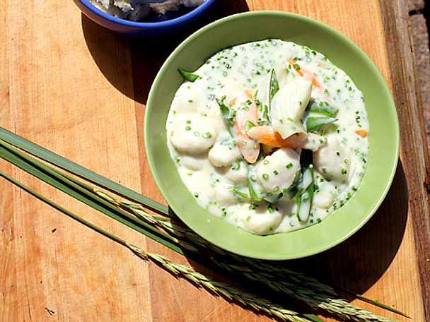 Fiskbullar med sommargrönsaker