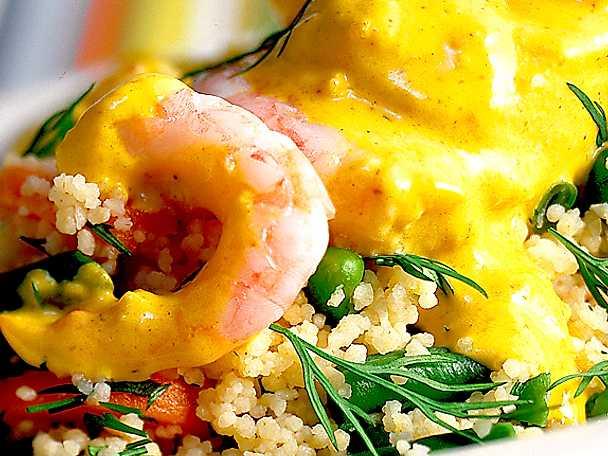 Fiskbullar och räkor i curry med rotfruktscouscous