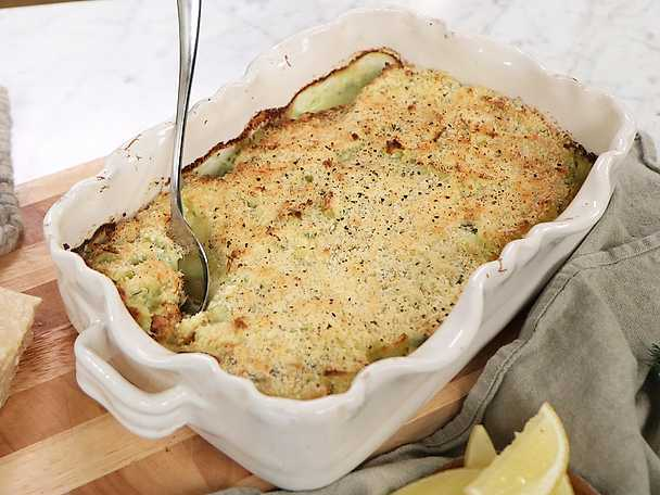 Fiskgratäng med dillsås, potatisstomp och parmesantäcke