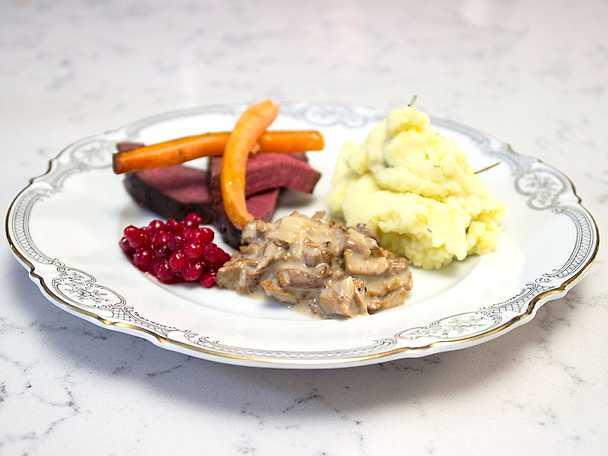 Fjällets kronprins, serveras med kantarellsås och mandelpotatispuré