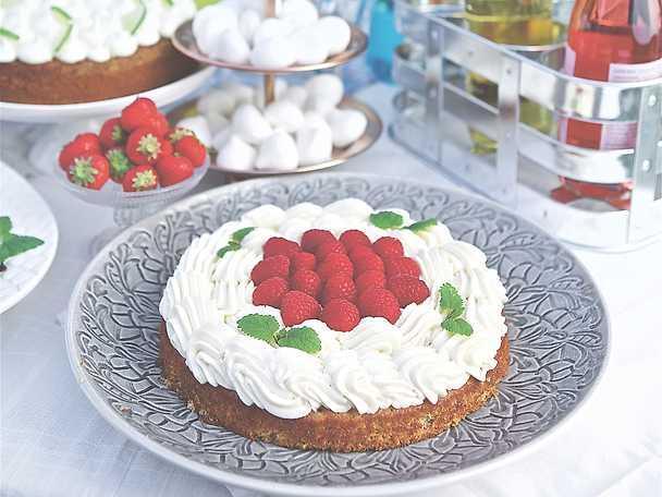Fläder- och kardemummatårta