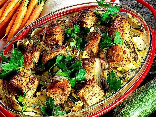 Fläskfilé med lök och zucchini