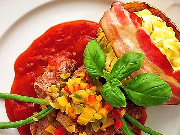 Fläskfilé med paprikafräs och bakad baconpotatis