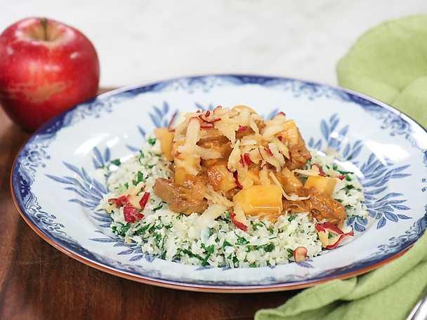 Fläskfilégryta med äpple och blomkålsris