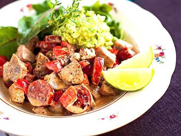 Fläskfilégryta med sallad och guacamole