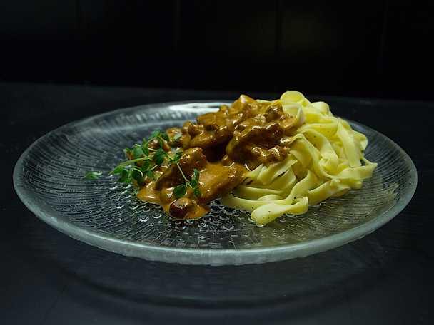 Fläskfilégryta, serveras med färsk pasta