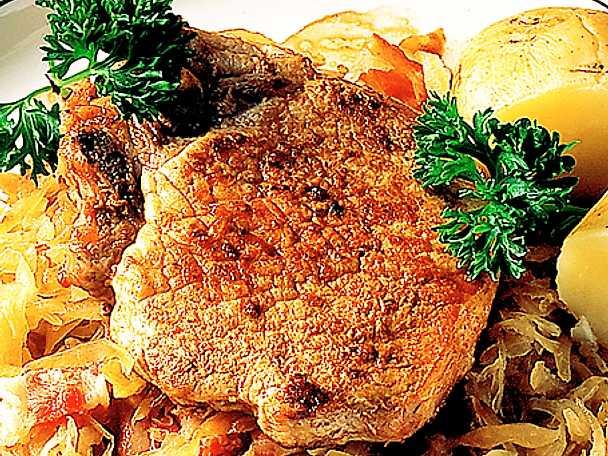Fläskkotlett med surkål och bacon