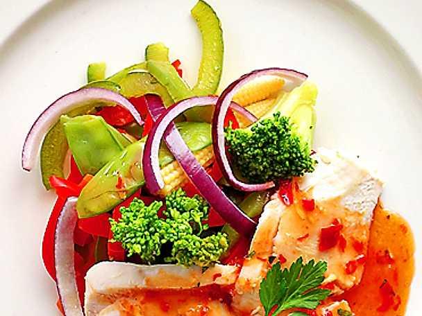 Förrättssallad med mozzarella och sweet chili-dressing