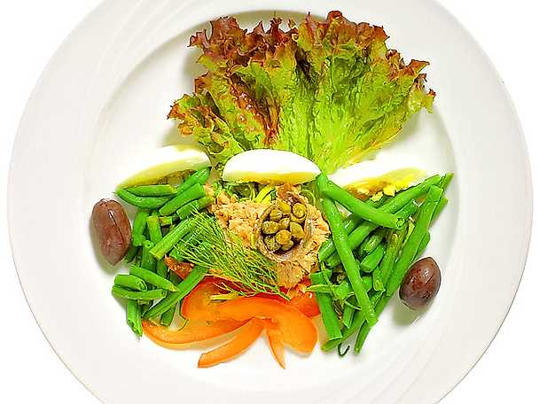 Förrättssallad med tonfisk och sardellfilé