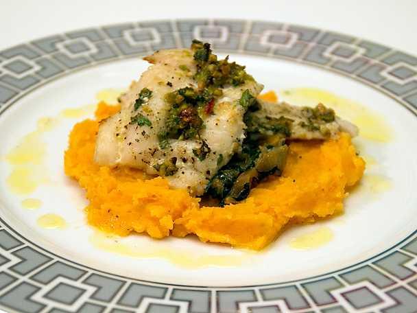 Förtrollande torsk, ugnsbakad torsk med pistachio salsa