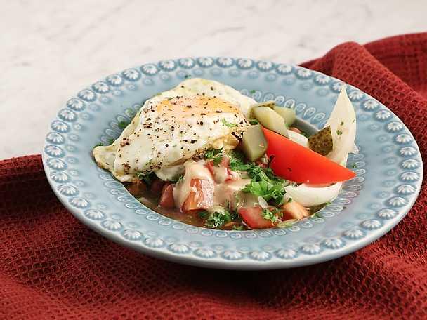 Foul med stekt ägg och tahinisås