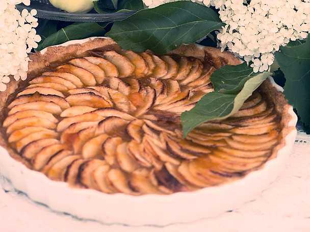 Fransk äppelpaj med aprikosmarmelad
