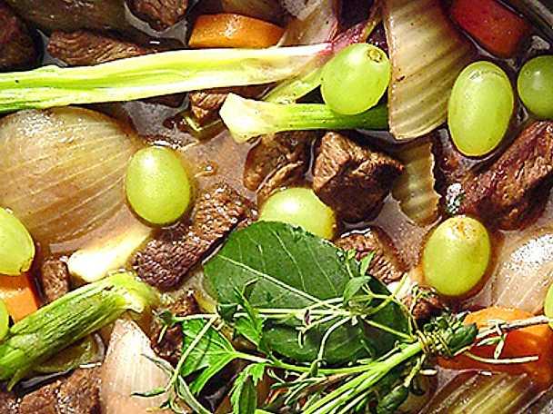 Fransk köttgryta med druvor