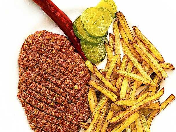 Fransk råbiff med pommes frites