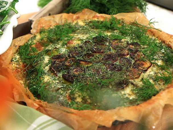 Frasig filodegspaj med stekt purjolök och vällagrad ost