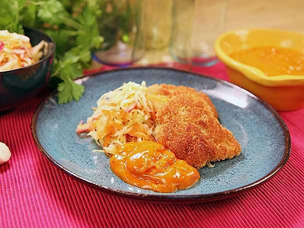 Frasig kyckling med rökt paprikamajonnäs och kålsallad