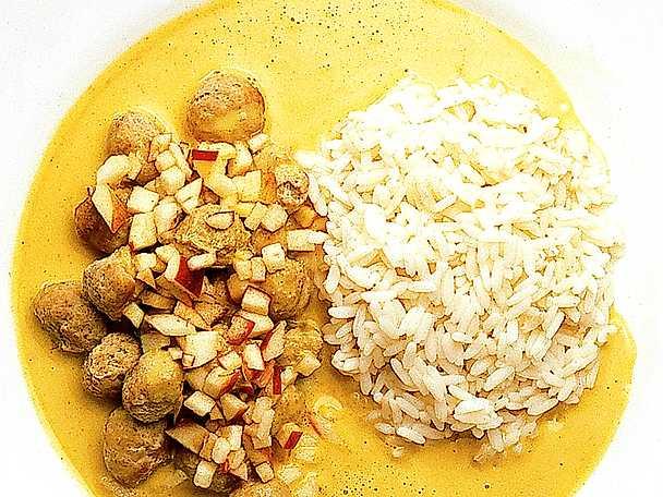 Frikadeller i currysås