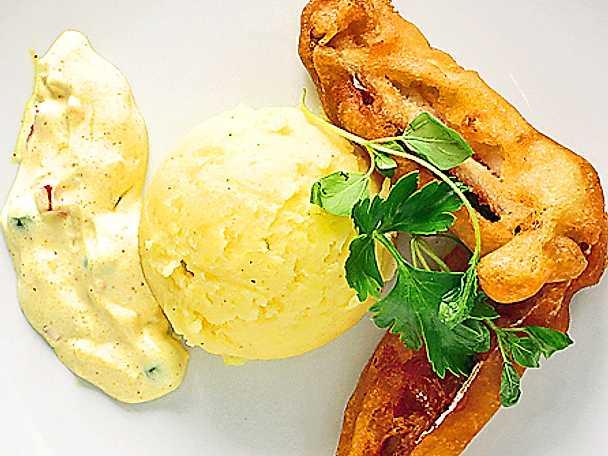 Friterad strömming med chili-crème fraiche och potatismos