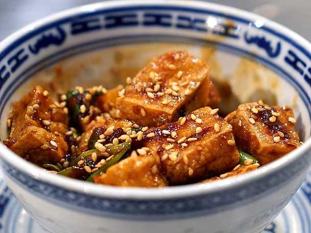 Friterad tofu i het sås