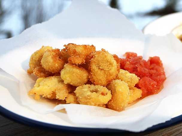 Friterad tortellini med snabb tomatsås