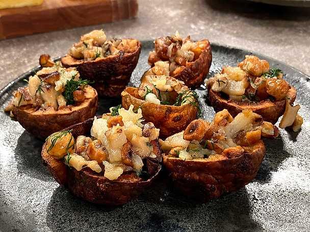 Friterade jordärtskockor med shiitakesvamp och hasselnötter