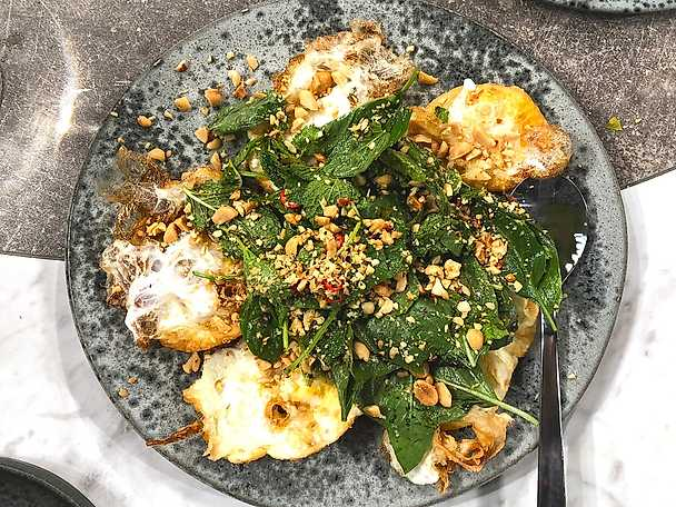 Friterat ägg med thaisallad