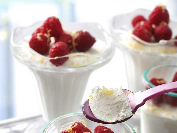 Frozen yoghurt med färska hallon
