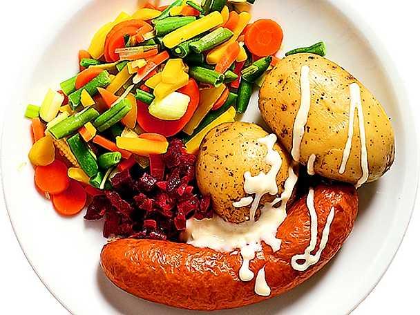 Frukostkorv med pepparrotssås