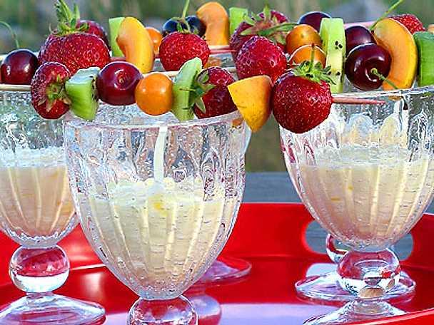Frukt- och bärspett med citrusdipp