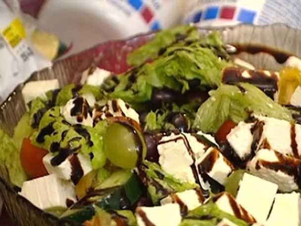 Frukt- och grönsallad