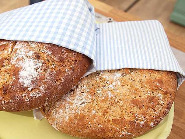 Fruktbröd med hemkärnat smör