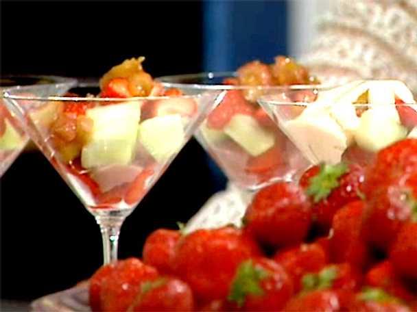 Fruktcocktail med fläder- och vaniljsabayonne