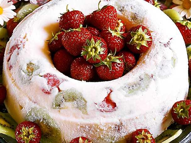 Fruktfylld yoghurtkrans