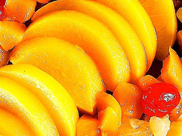 Fruktlängd på mandelbotten