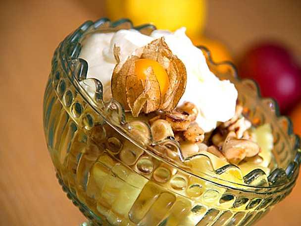 Fruktsallad med citrongrädde