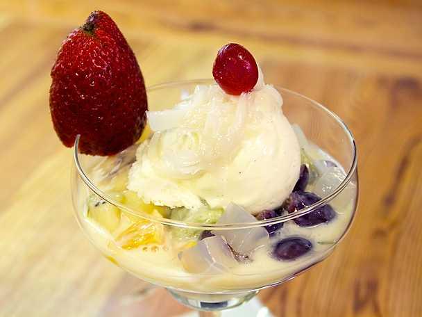 Fruktsallad med kondenserad mjölk