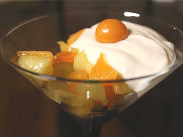 Fruktsallad med lemon curd och turkisk yoghurt