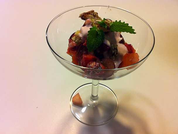 Fruktsallad med pistagenötter