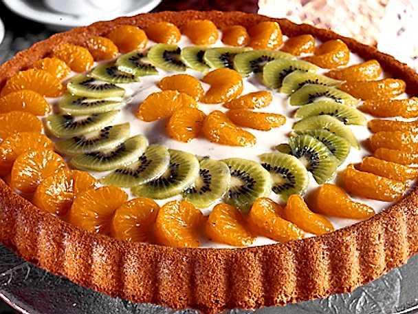 Frukttårta med gräddig vaniljfyllning