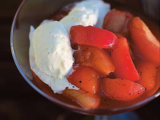 Frutta fresca nel sciroppo di liquore e vaniglia