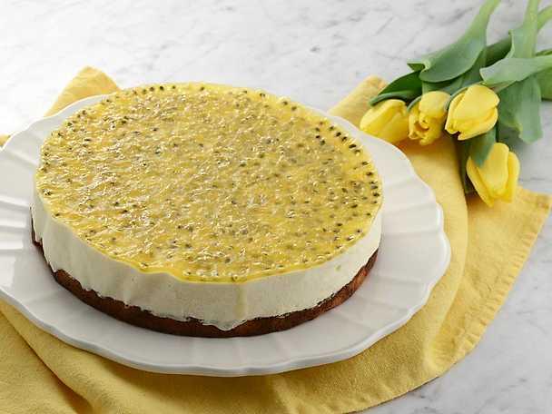 Fryst cheesecake med passionsfruktsspegel