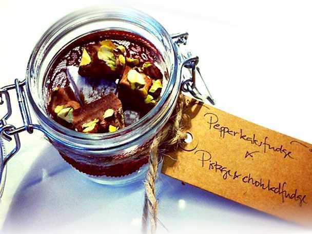 Fudge med choklad och pistagenötter