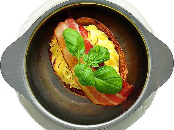 Fylld bakpotatis med bacon