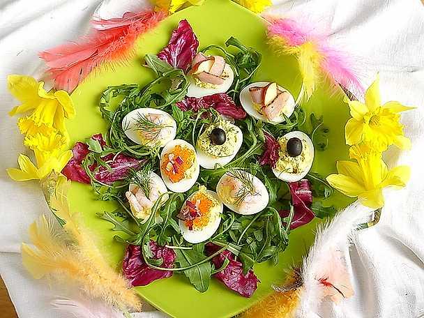 Fyllda ägghalvor till påsk