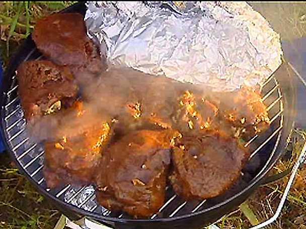 Fyllda biffar, grillad färskpotatis, morotssallad och tomatsalsa