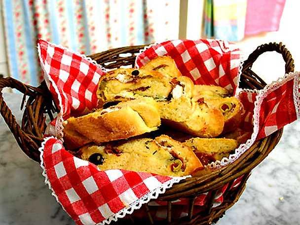 Fyllt picknickbröd med getost och salami á la Leila