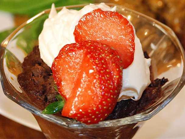 Gammaldags chokladpudding med punchgrädde