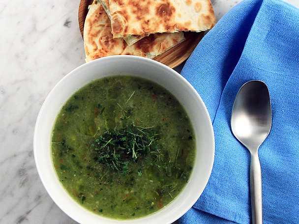Gazpacho med avokado- och fetaostquesadillas