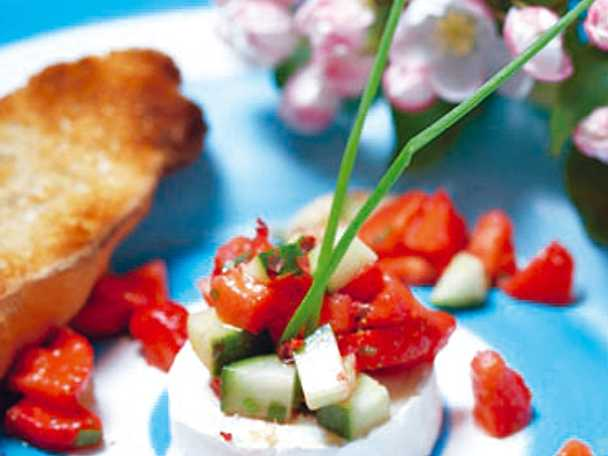 Getost med jordgubbssalsa