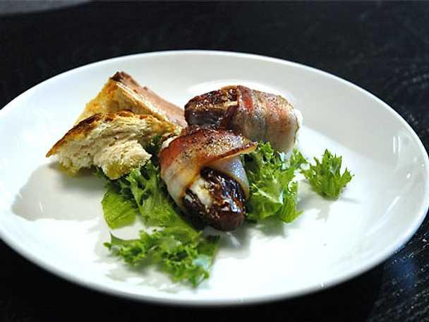 Getostfyllda dadlar med bacon och slarvigt bröd